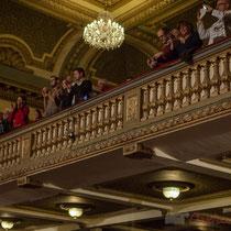 6 Un public qui applaudit longuement les orateurs et intervenantes soutenant Benoît Hamon. Théâtre Fémina, Bordeaux #benoithamon2017