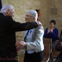 Philippe Madrelle, Président du Conseil général de la Gironde remet à Suzette Grel la médaille du Département