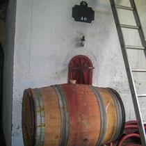 Le vin est élevé en barrique boi ou en cuve en ciment, puis assemblé en cuve inox collage, filtration et mise en bouteilles. Château Roquebrune, Cénac, 2 octobre 2007