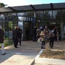 Entrée princiaple de La Source, pôle culturel et social de Sallebœuf
