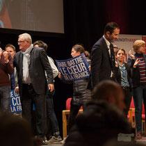 1 En présence des Jeunes Socialites, Benoît Hamon salue le public et savoure ce moment unique. Théâtre Fémina, Bordeaux #benoithamon2017