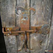 Ferronerie de la porte du chai du Château Roquebrune, Cénac, 2 octobre 2007