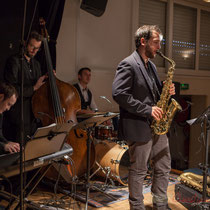 Vincent Vilnet, piano; Aurélien Gody, contrebasse; Hugo Raducanu, batterie; Paul Robert, saxophones; Carmen in Swing