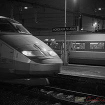 Arrivée en Gare Saint-Jean d'un TGV, tandis qu'un autre se prépare à partir. Bordeaux