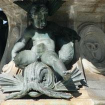 Enfants sur les dauphins réalisés par Amédée Jouandot. Fontaine des Trois Grâces, Bordeaux. Reproduction interdite - Tous droits réservés © Christian Coulais