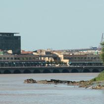La Garonne et le quai des Chartrons, depuis le miroir d'eau, Bordeaux. Reproduction interdite - Tous droits réservés © Christian Coulais