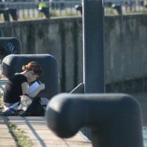"""""""Jeune fille hors champ, hors du garde-corps"""", 2 quai du Maréchal Lyautey, Bordeaux. Reproduction interdite - Tous droits réservés © Christian Coulais"""