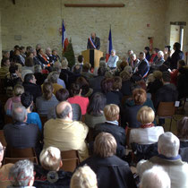 Salle des Fêtes comble pour la remise de l'Ordre national du Mérite à Suzette Grel.
