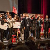 6 En présence des Jeunes Socialites, Benoît Hamon salue le public et savoure ce moment unique. Théâtre Fémina, Bordeaux #benoithamon2017