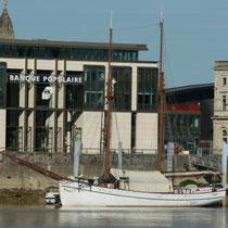 La Garonne, le ponton Yves Parlier, le quai des Queyries, à la Bastide. Miroir d'eau, Bordeaux. Reproduction interdite - Tous droits réservés © Christian Coulais