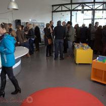 La bibliothèque vaste et luminause de La Source, pôle culturel et social de Sallebœuf