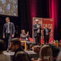 3 Benoît Hamon salue le public à la fin de son intervention, en allant de part et d'autre du Théâtre Fémina, Bordeaux #benoithamon2017