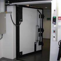 Hydropneumatische Antriebe für Panzertüren, Torautomatik Team AG, Wetzikon