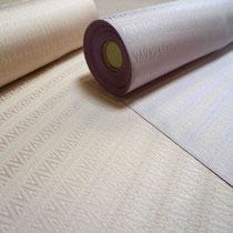 タッサーゴールドシルク 緯糸にタッサーシルク50%織り込んでいます。