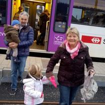 Die Kinder durften mit Grosi und Grospi zum ersten Mal in ihrem Leben Zug fahren.