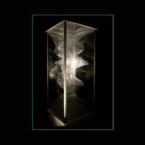 Baguatelle  - assemblage de baguettes de verre clair découpées et collées