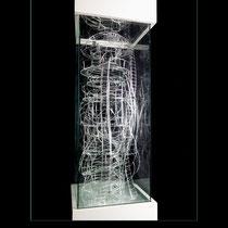 Exuberia Volubilis - sculpture composée d'anneaux, de plaques et de baguettes de verre découpés