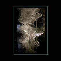Bagatelle - vitrine de 25,5/25,5/60 cm, insérée dans une colonne de 28,5/28,5/230 cm