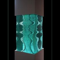 Onduline - superposition de plaques de verre découpées et collées
