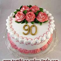 Бабушке 90 Ванильный бисквит, сметанный крем, фрукты. Белковый крем 3,5кг