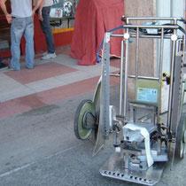 il carrello UNIVAR180 pronto per il lavoro , notare le parti del Kit45°sul pianale