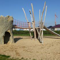 Kombination Kletterbaum mit Hängebrücke und Robinienhaus