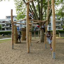 Hochseilklettergarten in Kombination mit Kletterfelsen climb-stone