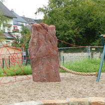 """Kletterfels """"Lange Anna"""" mit Balanciertampen, Spinnennetz, Hängemattenschaukel"""
