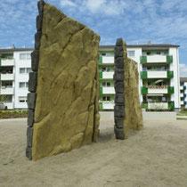 Kletterfelsen mit einseitiger Mauer-und Felsstruktur