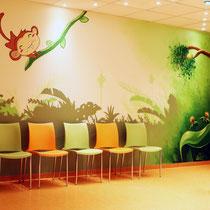 Kinder Arzt Praxis mit Graffiti Dschungel