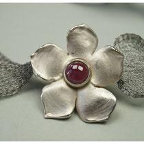 Blüte 925er Silber mit Granat / 389,-€