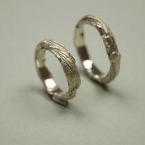 Trauringe aus Silber mit Aststruktur