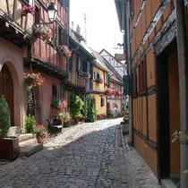 Eguisheim, situé à 15 mn en voiture de Cernay