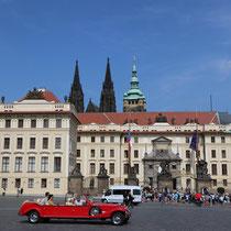 Auf dem Hradschin vor der Prager Burg, dem Sitz des tschechischen Präsidenten