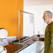 corona-wall-infektionsschutzwand-besucher-spuckschutz
