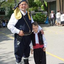 Pondos (Opa mit Enkelkind)