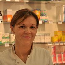 Veronique Maertens, apotheker titularis, afgestudeerd in 1999. Aanwezig: ieder dag, behalve de donderdagnamiddag.