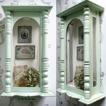 Redesign: Gründerzeit Uhrenkasten 1880 als Schrein Shabby hellgrün