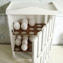 Antiker Eierschrank Shabby weiss