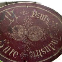 """Zylinder Hutschachtel """"Deutsche Industrie Hüte"""" 1900"""