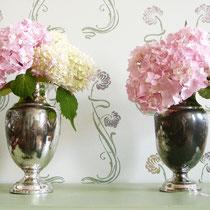 Versilbertes Biedermeier Vasenpaar mit Emaillemalerei