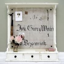 ReDesign: Biedermeier Tassenbord als Pinnwand: Bespannung Antikleinen