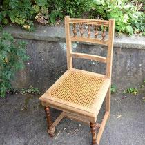 Antiker Stuhl geflochten - vorher