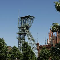 Schacht 2 der Schachtanlage 2/4. Das Gerüst stammt von der 1978 geschlossenen Zeche Friedrich der Große  in Herne, und wurde in den 1980iger Jahren nach Dortmund verbracht