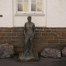 Bergmannsstatue aus der längst abgerissenen Lohnhalle