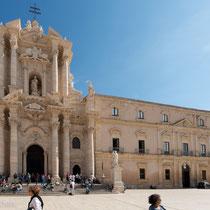 Syrakus - Kathedrale Santa Maria delle Colonne - erst als griechischer Tempel, dann christliche Basilika, nach Zwischennutzung als Moschee, ab 1728 mit barocker Fassade versehen.