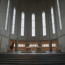 Reykjavik- Halgrimskirkja - Kreuzrippengewölbe mt Spitzbogenfenstern