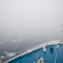 Nach stürmischer Nacht Nebel und Packeis am Kap Farewell -der Südspitze Grönlands
