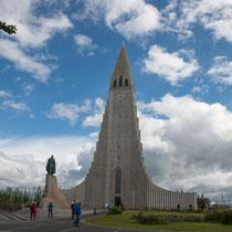Reykjavik - Halgrimskirkja - Auffallend ist die Ähnlichkeit zu Basaltsäulen