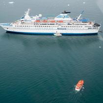 Delphin mit Tender 320 Passagiere und 220 Personen Besatzung